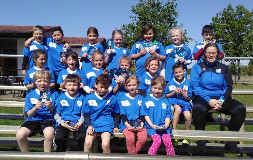 Fußball macht Schule: Der SC Sand trainiert mit den Schülern der Grundschule Sundheim
